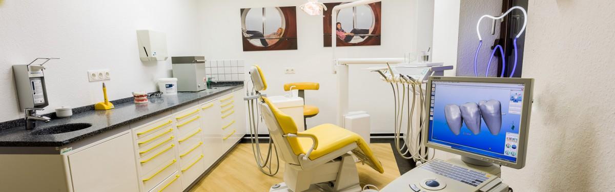 Zahnarztpraxis Ciecior in Brühl-Behandlungszimmer